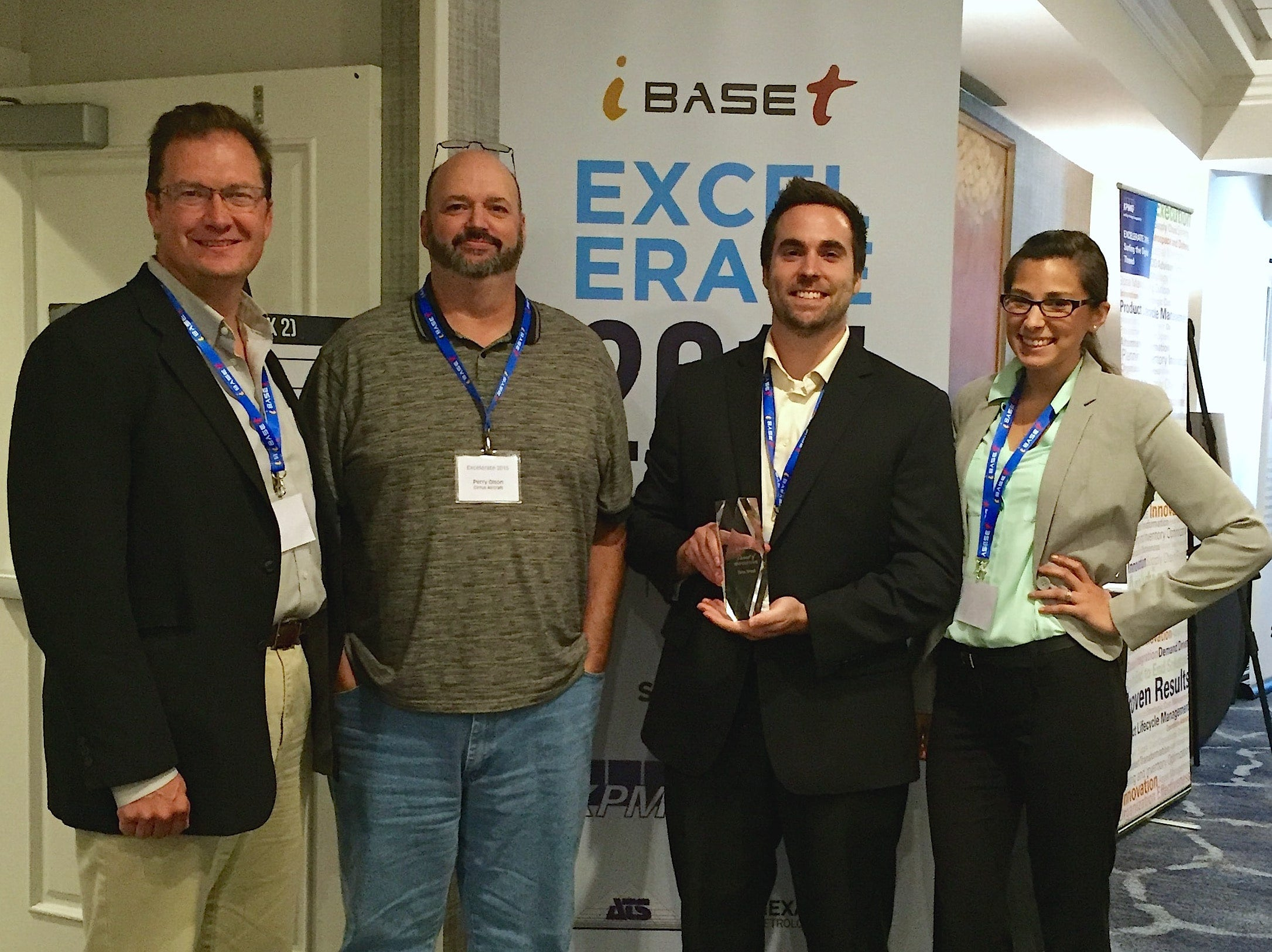 """Cirrus Aircraft Presented with """"Pursuit of Innovation"""" Award"""