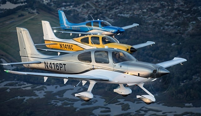 Cirrus aircraft what s new in 2016 for Airplane exterior design