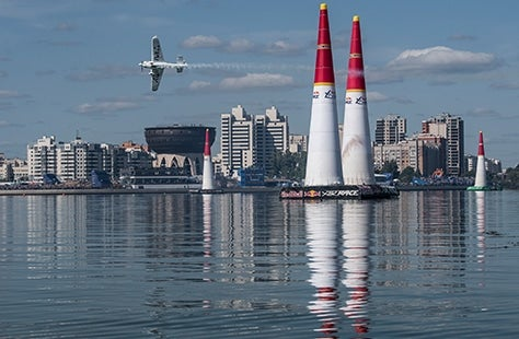 Cirrus Ambassador Mike Goulian Leading as Championship Approaches
